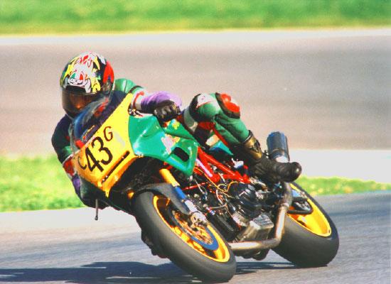 687x250-Ducati-900SSR-06