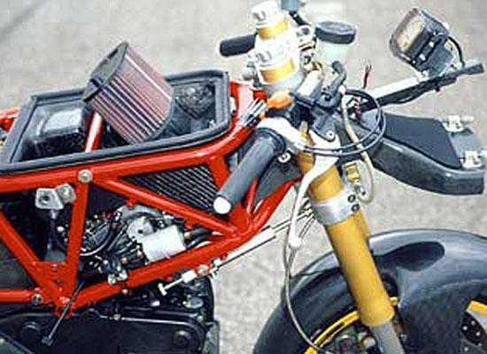 Ducati-900SSR-03
